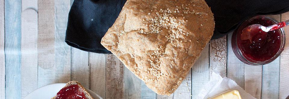 Pan integral con semillas de amapola y lino