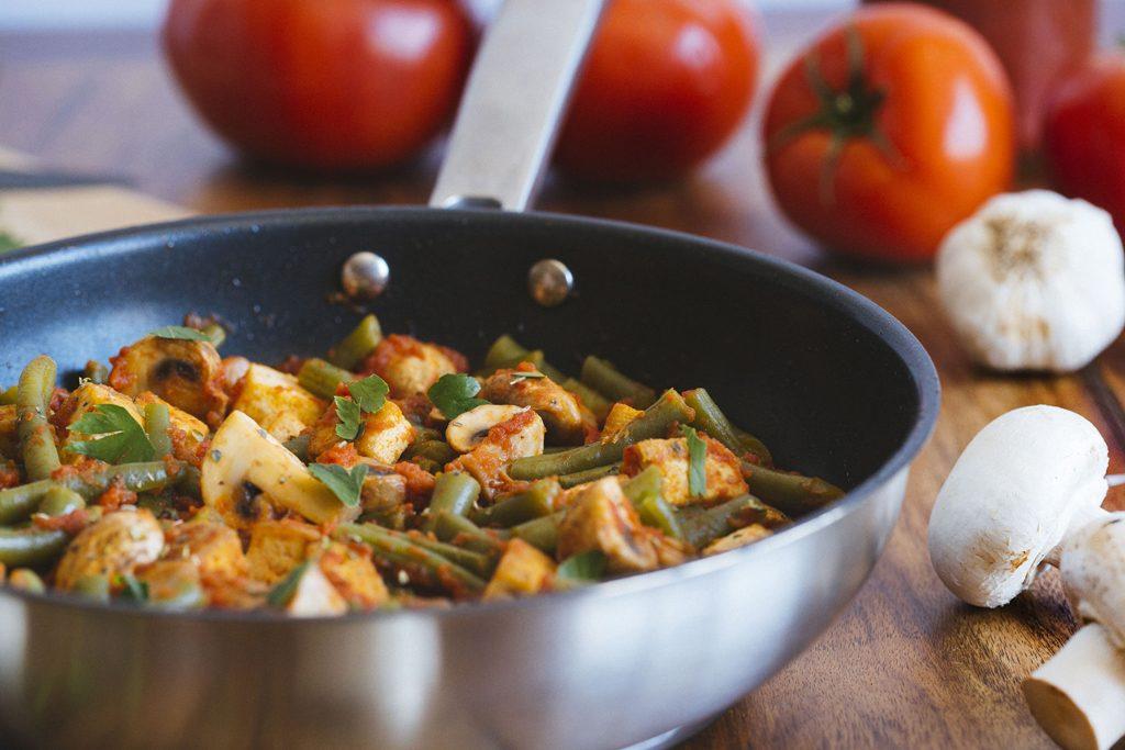 Tofu con judías verdes y champiñones en salsa de tomate 4