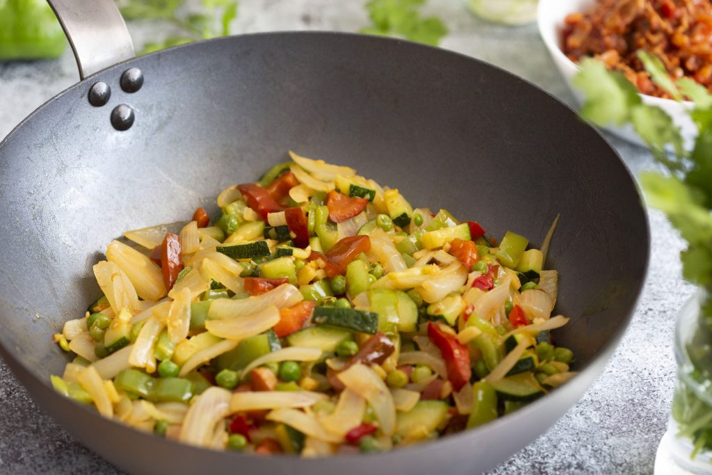 Wok de ternera guisada con verduras y cilantro 3