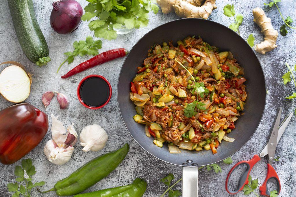 Wok de ternera guisada con verduras y cilantro 4