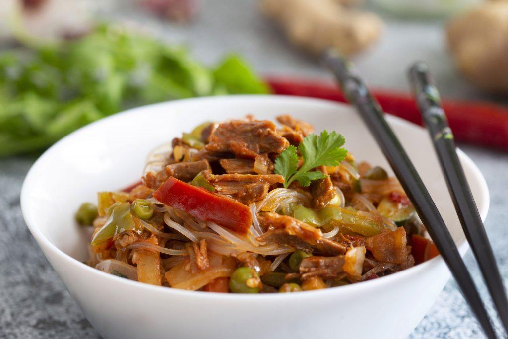 Wok de ternera guisada con verduras y cilantro 6
